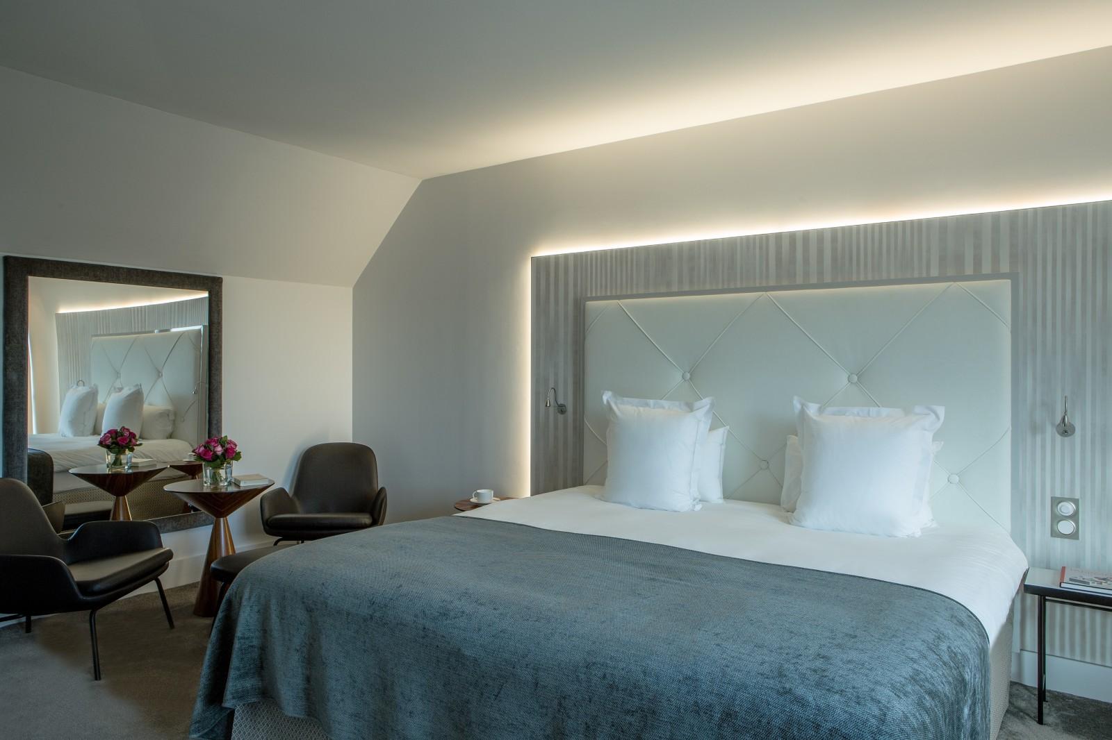hotel le parisis paris sorensen leather. Black Bedroom Furniture Sets. Home Design Ideas