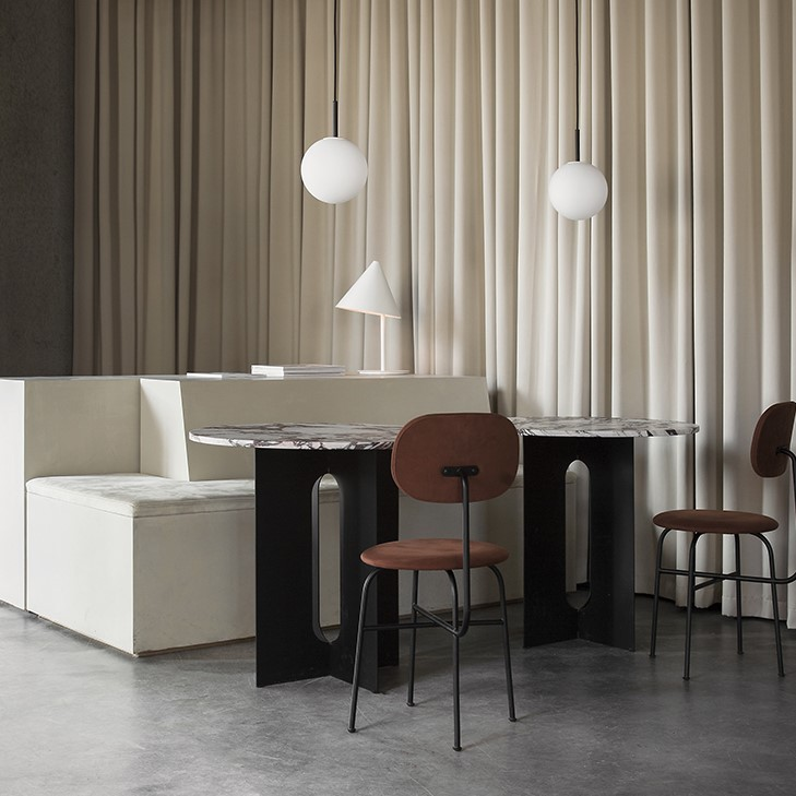 Menu Space Café decorated with a white sofa and stool with brown Sørensen leather