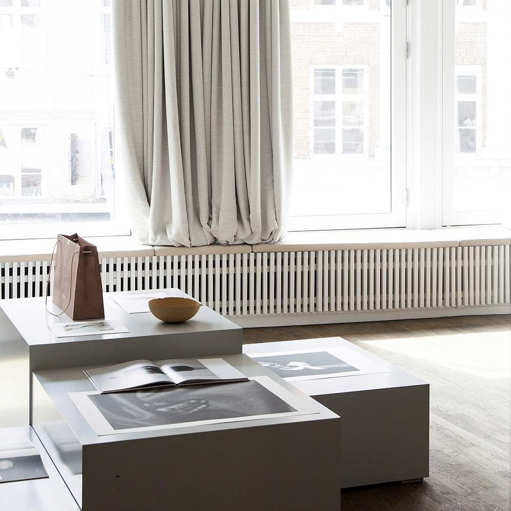 Window sill seating crafted with Sørensen Leather ROYAL NUBUCK Off White