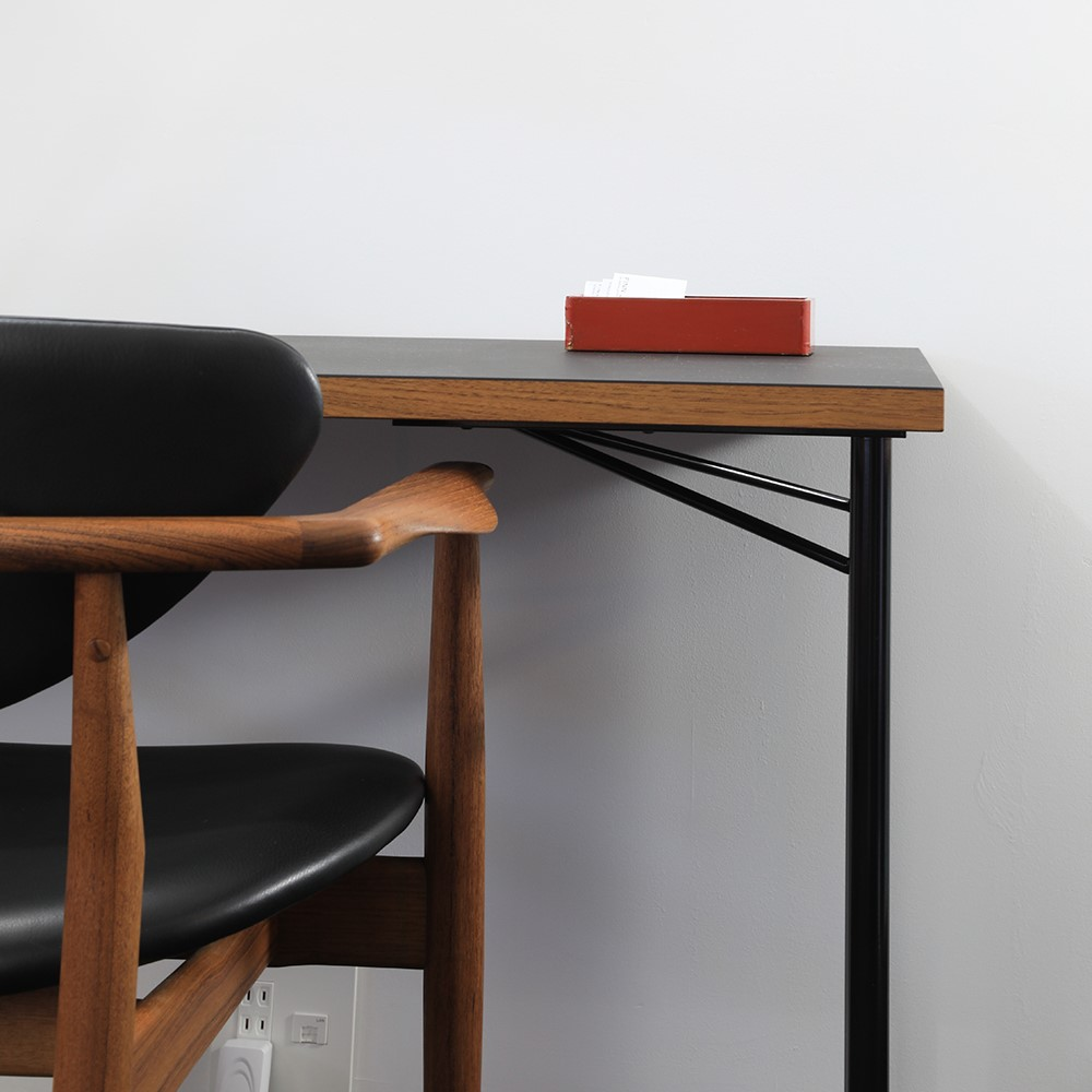 Wooden desk with 109 Chair by Finn Juhl crafted with black Sørensen Leather.