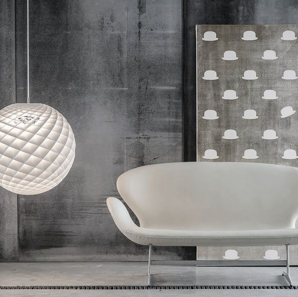 Swan™ sofa by Arne Jacobsen from Fritz Hansen. Crafted with grey Sørensen Leather