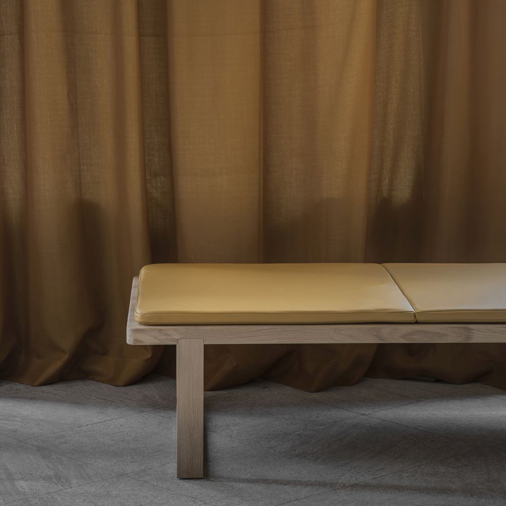 Daybed in Spectrum Mustard Sørensen Leather with wooden legs