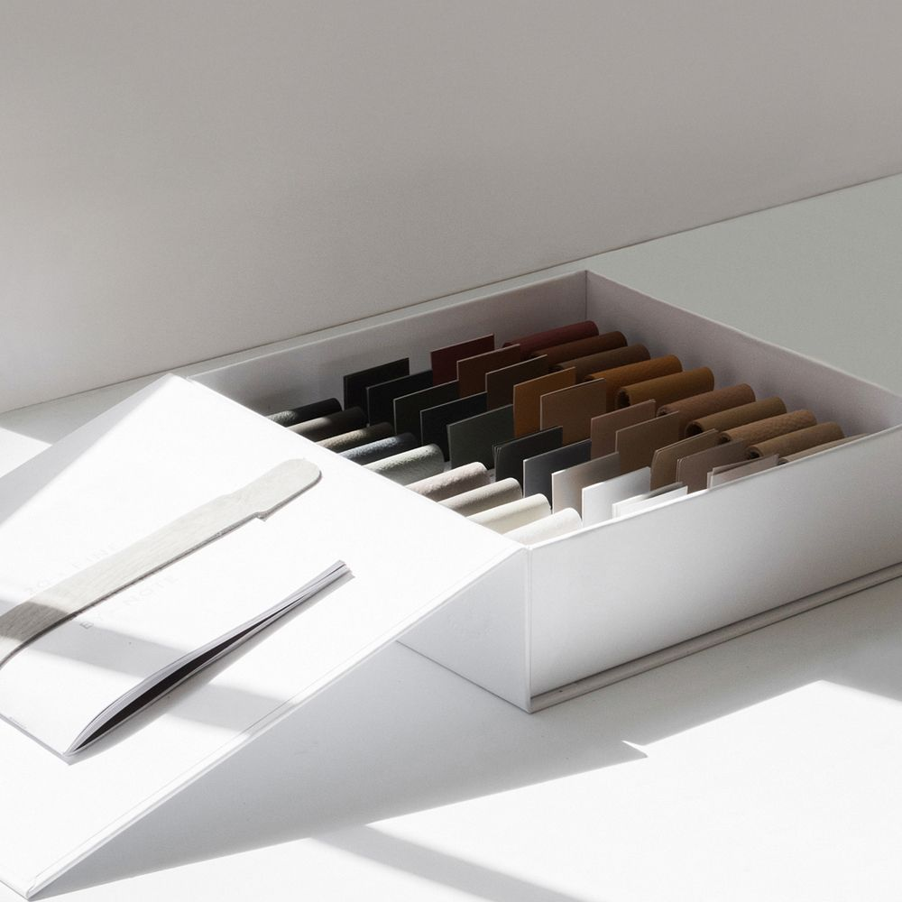 20 x Sørensen Colour Box in white with different leather samples