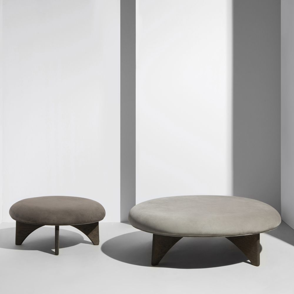 Flat stools in brown and grey DUNES Sørensen Leather
