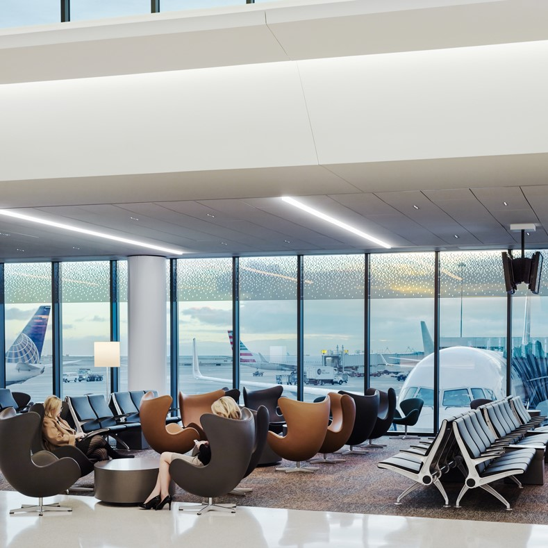 Waiting area at San Francisco International Airport with Arne Jacobsens Egg™ chairs from Fritz Hansen