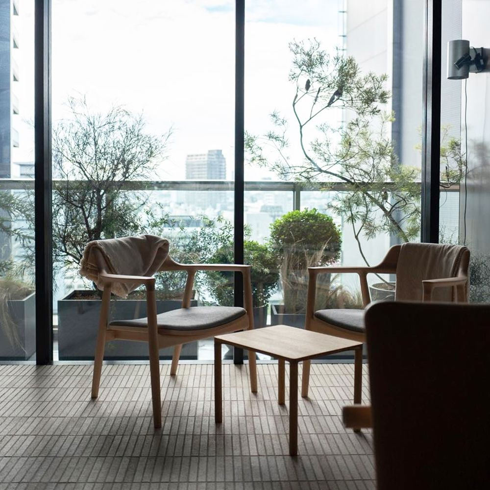 Lounge view at INUA in Tokyo with JARI chairs in black Sørensen Leather