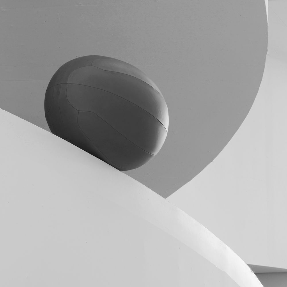 Oval ball co-created with SPACE Copenhagen crafted in Sørensen Leather NUANCE